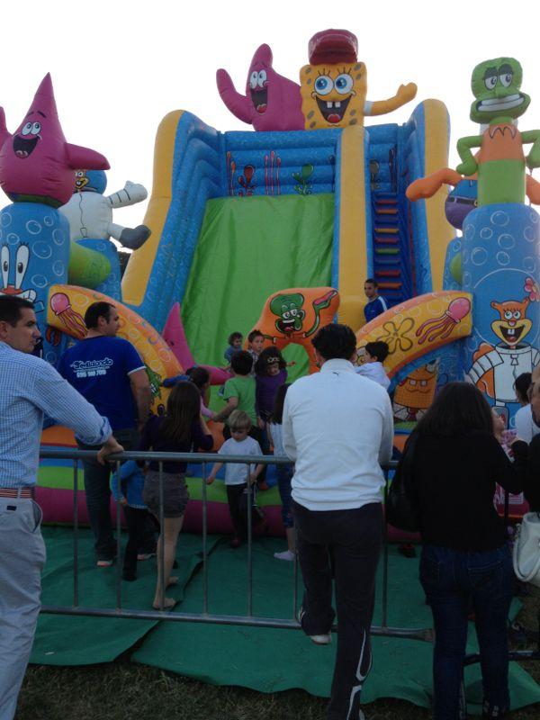 Parque comercial Alavera. atracciones infantiles