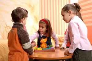 niños con juguetes