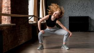 Bailar como ejercicio en casa