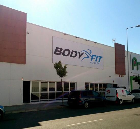 centro deportivo de Parque Comercial en San Juan de Aznalfarache