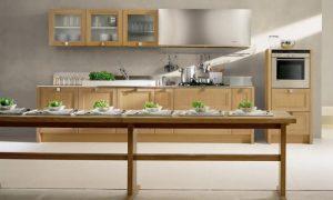 Cocina lineal con colores de verano